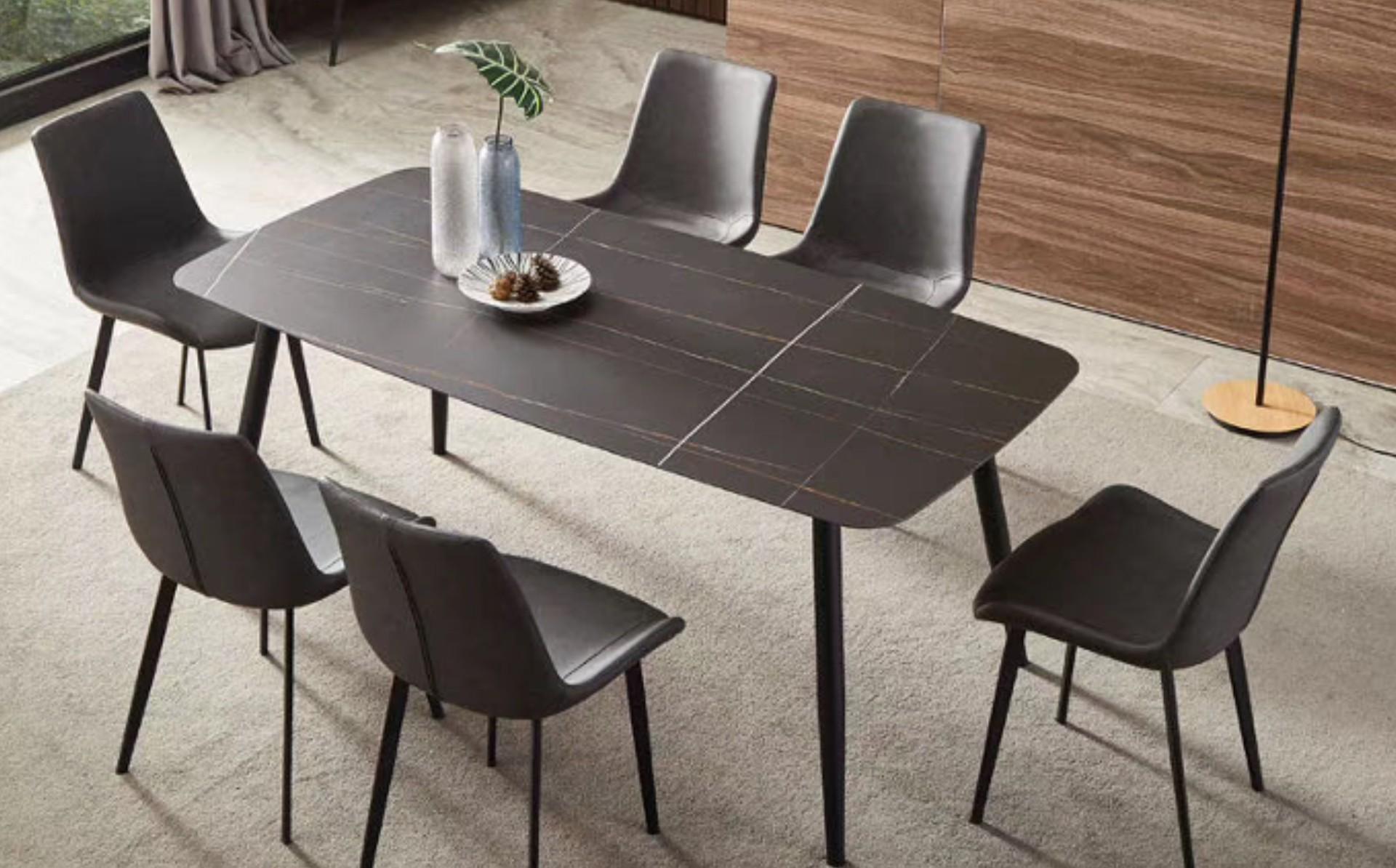 <b>意式轻奢岩板餐桌</b>