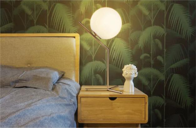 <b>玻璃圆球卧室床头灯</b>